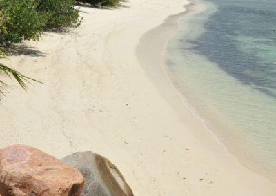 Beach-by-the-big-pool_Cerf